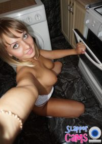 Nude Skype sex video chat with sweet little blonde from Cincinnati, Ohio